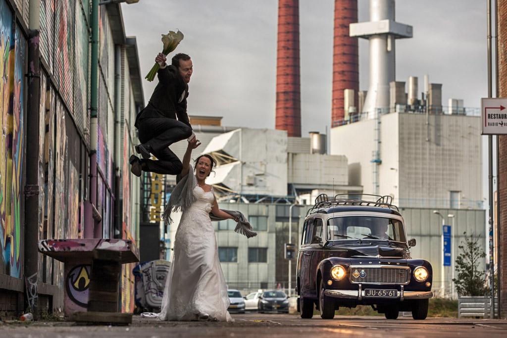 Trouwfoto's genomen tijdens de fotoshoot van een bruidsreportage op Strijp S in Eindhoven.
