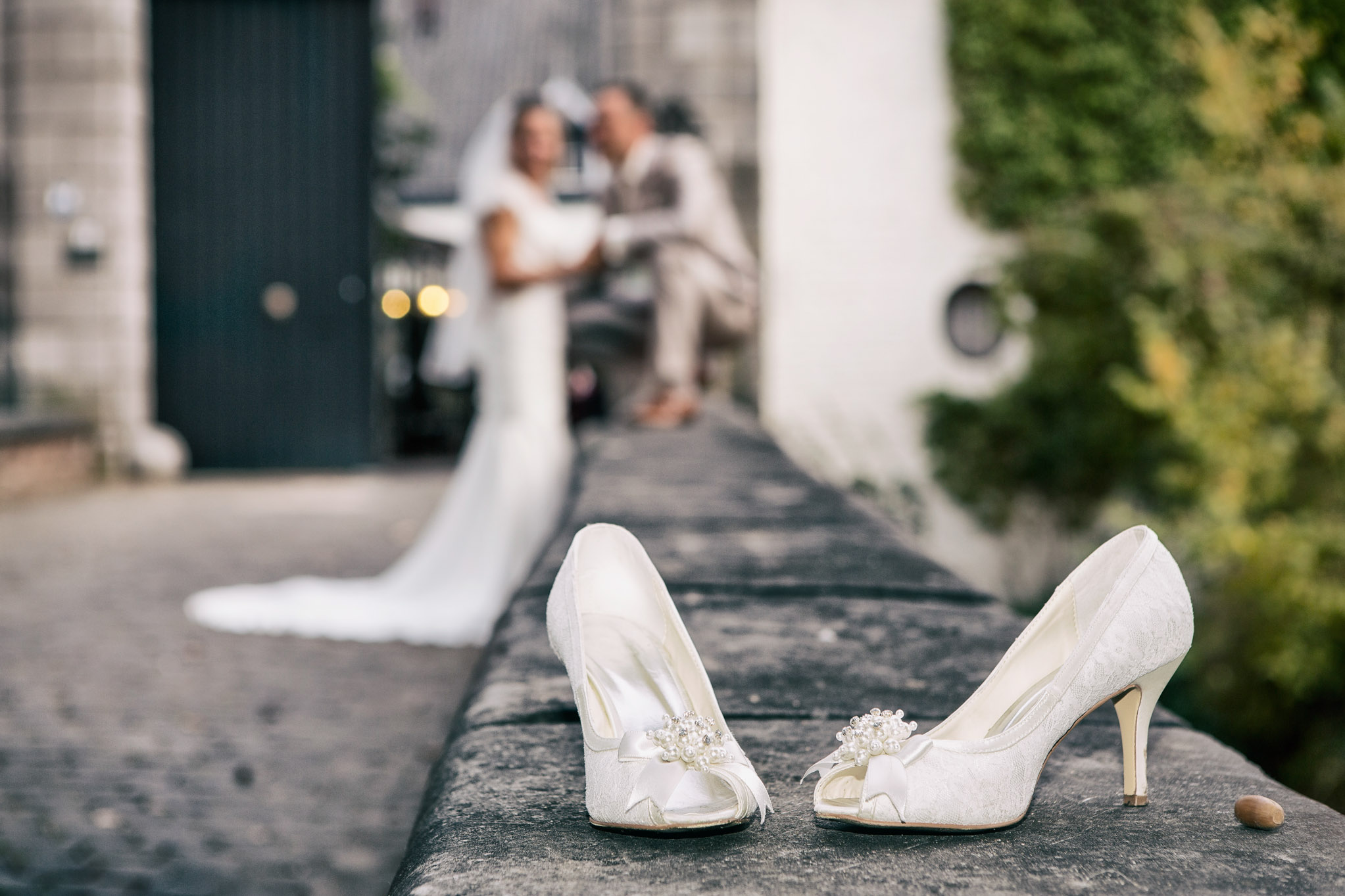 Trouwlocatie Limburg, Kasteel daelenbroeck, Herkenbosch, Trouwreportage, Bruidsschoenen foto, Sfeervolle foto, Hippe bruidsfoto