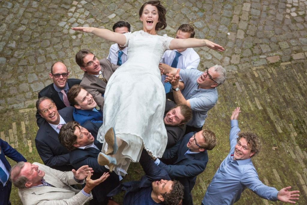 Vrolijke bruidsfoto.