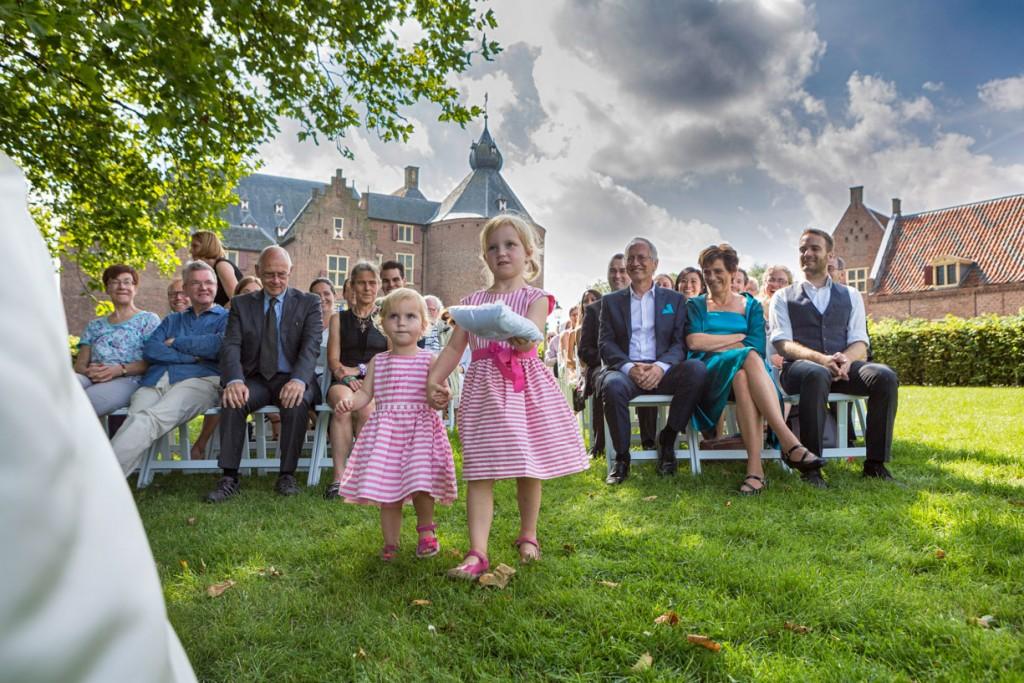Bruiloft reportage bij trouwlocatie kasteel Ammersoyen.
