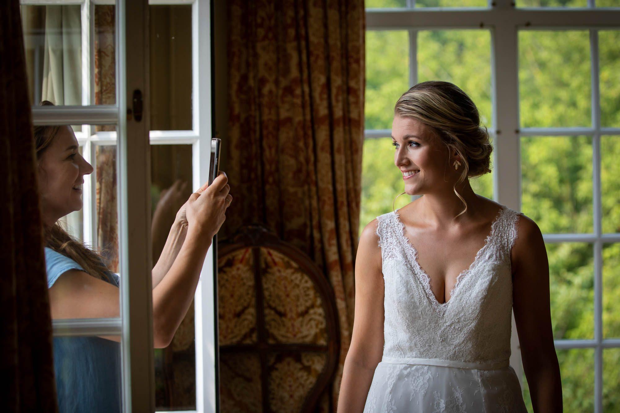 Grappige bruidsfoto Kasteel Maurick